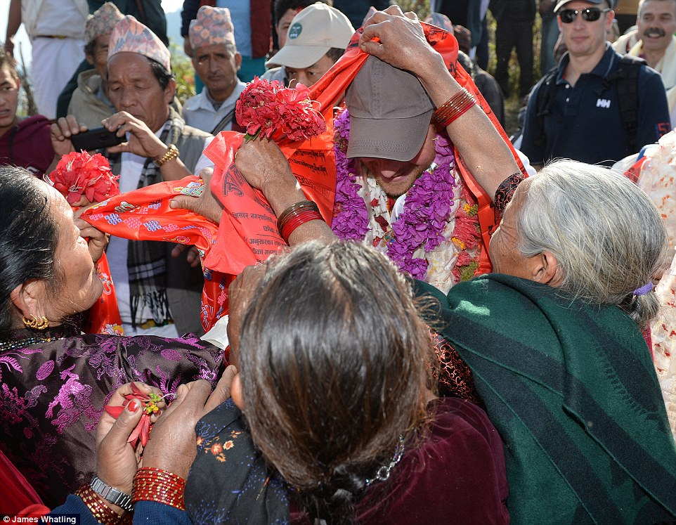 Prince Harry celebrate holi in nepal13