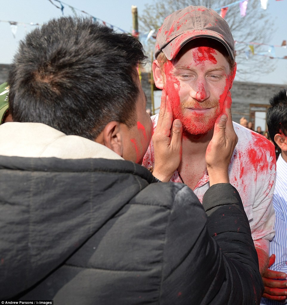 Prince Harry celebrate holi in nepal17