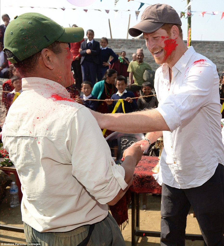 Prince Harry celebrate holi in nepal19