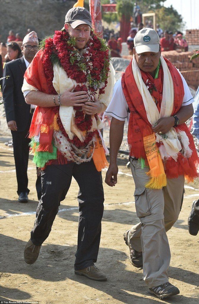 Prince Harry celebrate holi in nepal26
