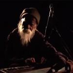 रोड पर घूम कर राहों में गाने वाला व्यक्ति कैसे प्रसिद्द हो गया देखिये इस शोर्ट फिल्म में