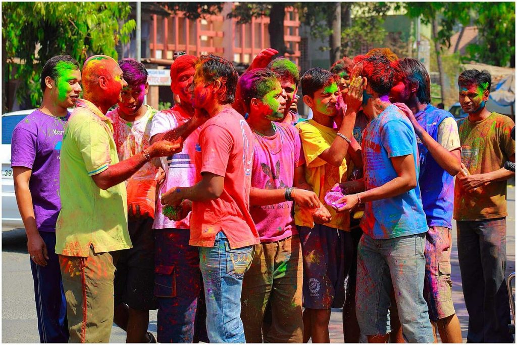How to Remove Holi Color in Hindi